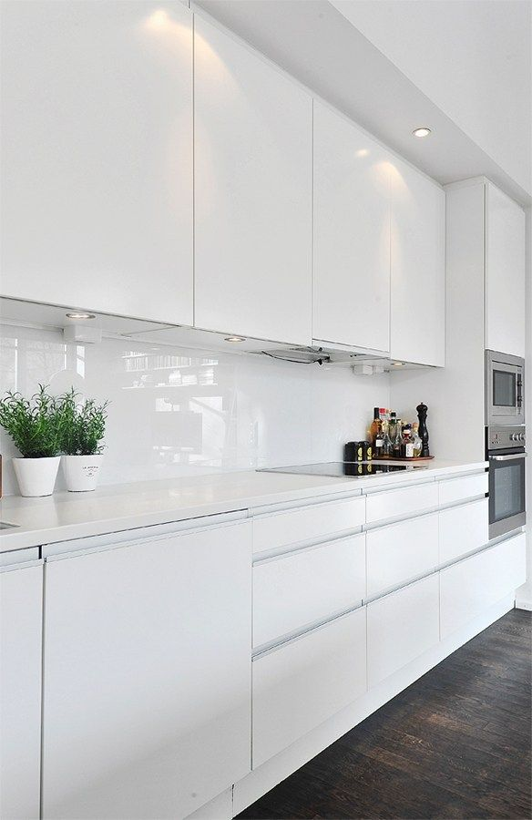 30 Spectacular White Kitchens With Dark Wood Floors   Home U0026 Garden Sphere