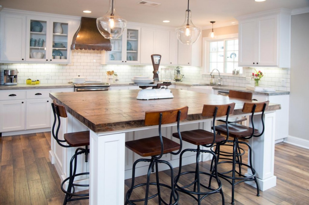 30 Spectacular White Kitchens With Dark Wood Floors - Home & Garden ...